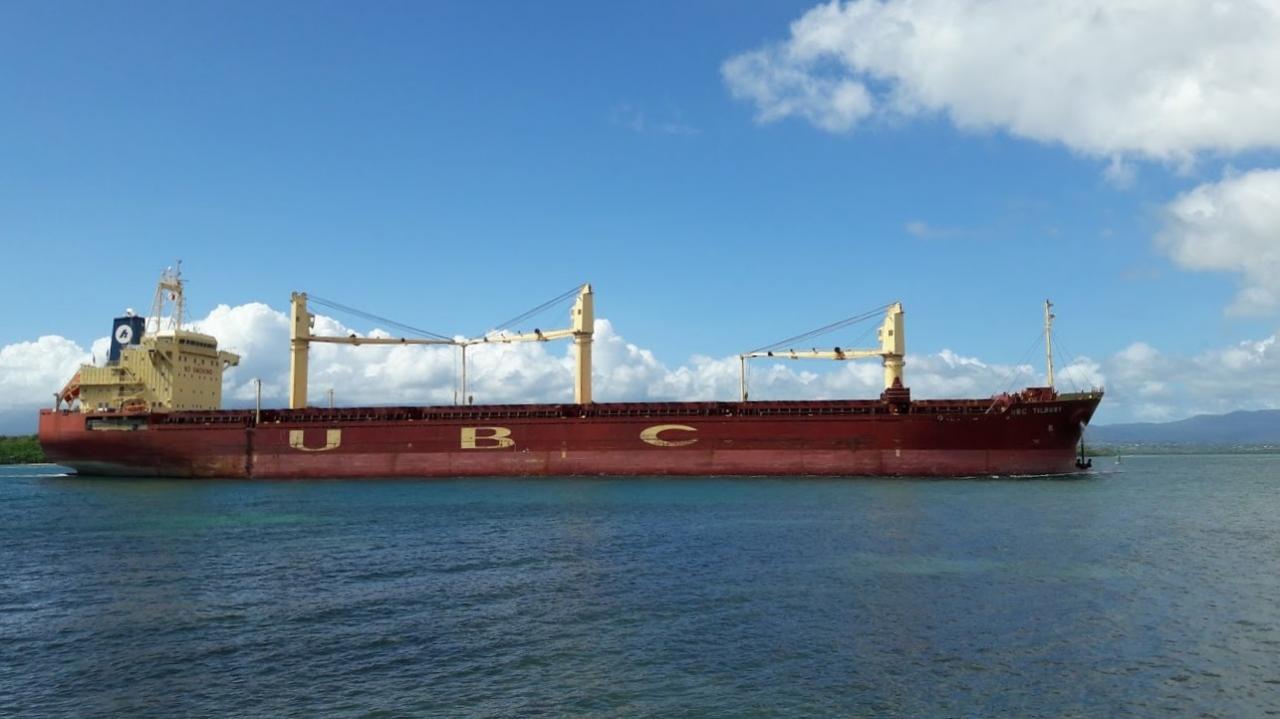 Cargo dans le port de Pointe A Pitre